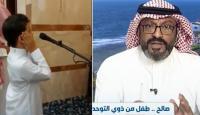 طفل سعودي من ذوي التوحد يخطف أنظار المصلين بصوته العذب أثناء رفعه الأذان