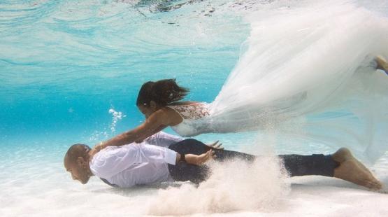 زفاف تحت الماء